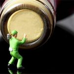 Мини как открыть бутылку вина без штопора?
