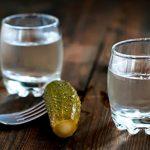 Занюхивание водки – зачем это делают превью
