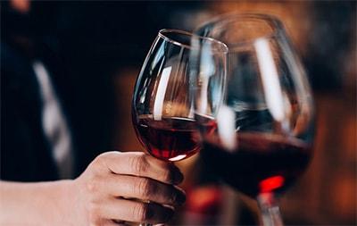 Почему форма бокала влияет на вкус вина превью